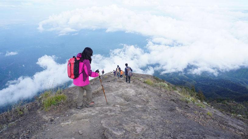 Mout Agung trekking via besakih temple, mount agung trekking, mount agung sunrise trekking, agung volcano sunrise trekking.