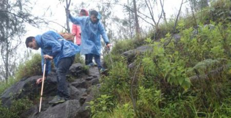 Mount Agung trekking difficulty via Besakih Temple